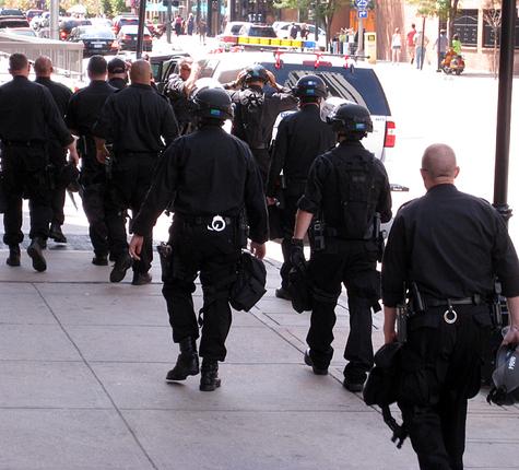 Dnc_riot_police_1